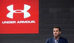 under armour ceo  240x140 - Caen acciones de Under Armour tras halagos de su CEO a Trump