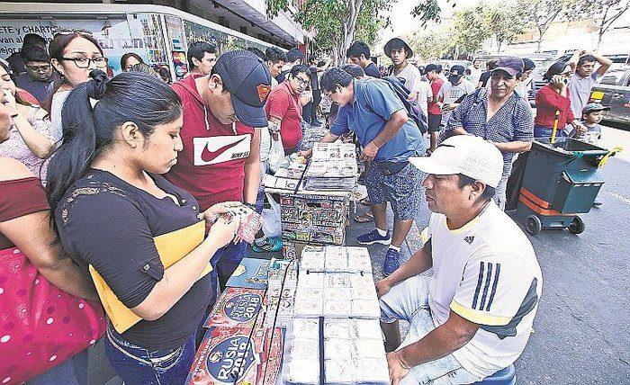 vendedores se rien de indecopi y siguen ofreciendo 254871 jpg 700x0 - Álbum Panini: La demanda que genera entre los peruanos