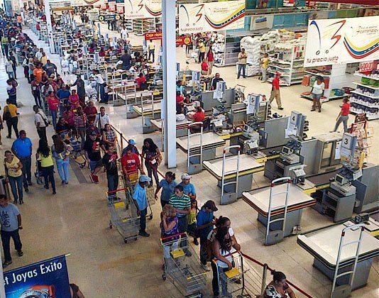 venezuela colas escases de alimentos supermercado
