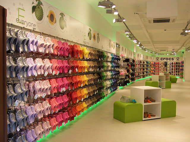 visual color crocs - ¿Qué es el visual merchandising y por qué es importante?