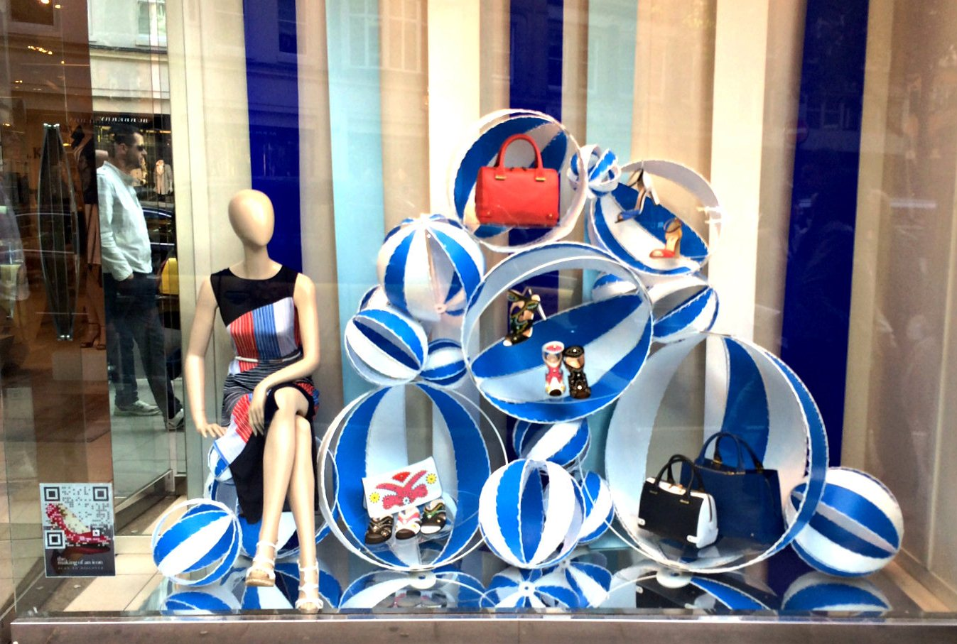 visual merchandising Toulouse Lautrec (4)