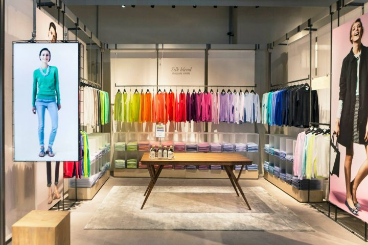 visual merchandising color