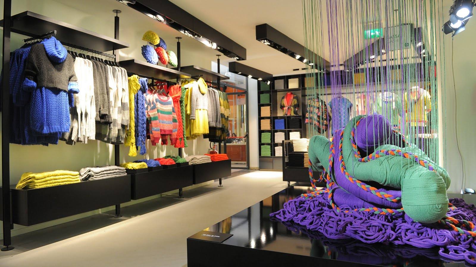 visual merchandising lanasutraartinstallation - ¿Qué es el visual merchandising y por qué es importante?