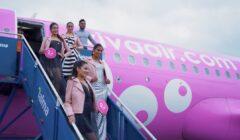 viva air desfile5 perú retail 240x140 - En vuelo de Viva Air se presentó un desfile de modas para promover el autoexamen de mamas