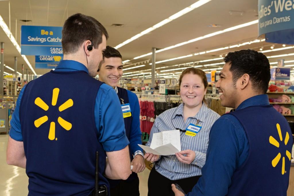walmart trabajadores 1024x683 - Walmart empezó con sus despidos en Estados Unidos