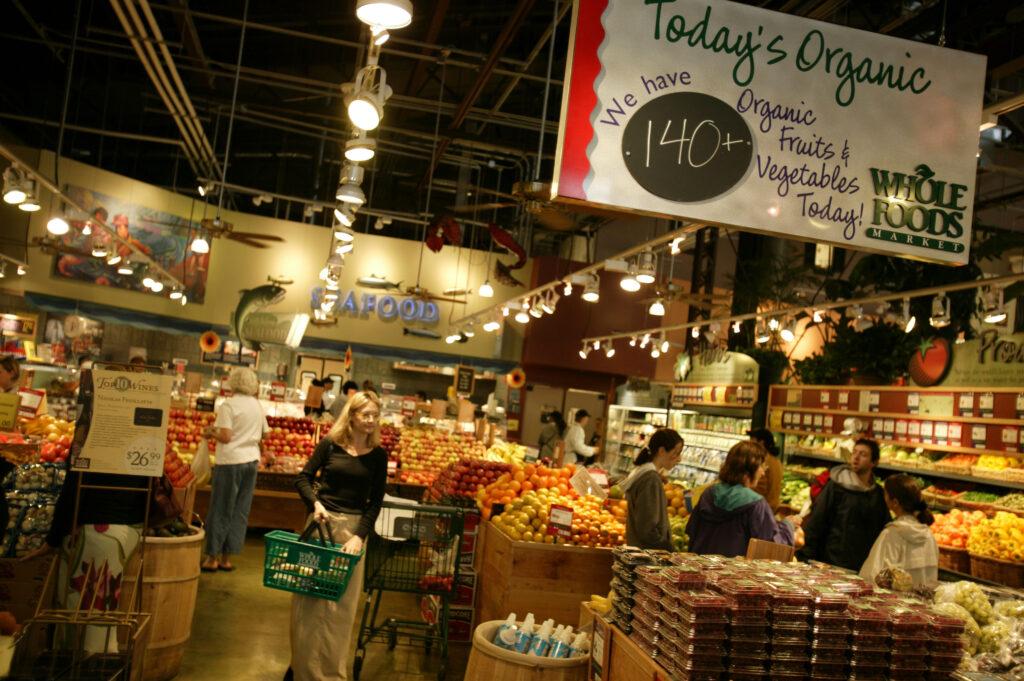 whole foods market san diego 1024x681 - Amazon reduce precios en Whole Foods para hacerle frente a Walmart