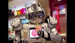 willi robot mall aventura 2 perú retail 240x140 - Willi, el robot que recorre el Mall Aventura orientando a los clientes