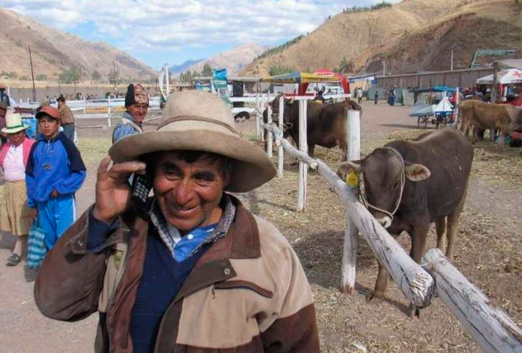 zonas rurales telefonia perú retail 1024x693 - Telefónica: cobro de la deuda encarecerá la conectividad para peruanos sin internet